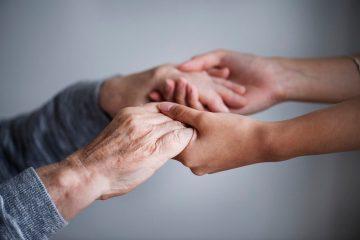 איך לבחור מטפלת סיעודית